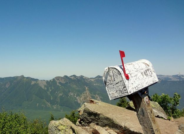 Mailbox Peak by Rodrigo Hermann (cropped)